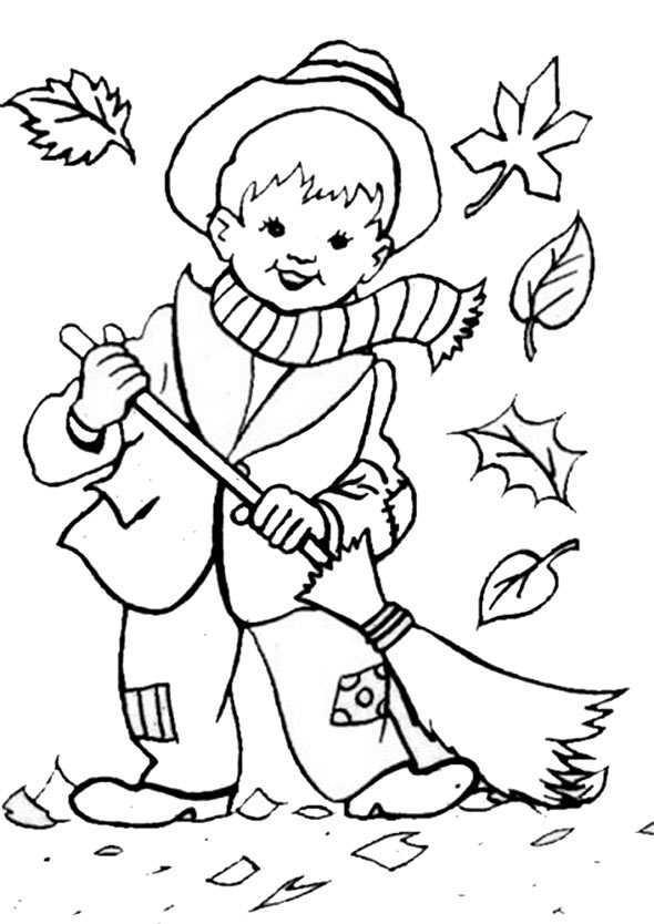Kind fegt Blätter im Herbst