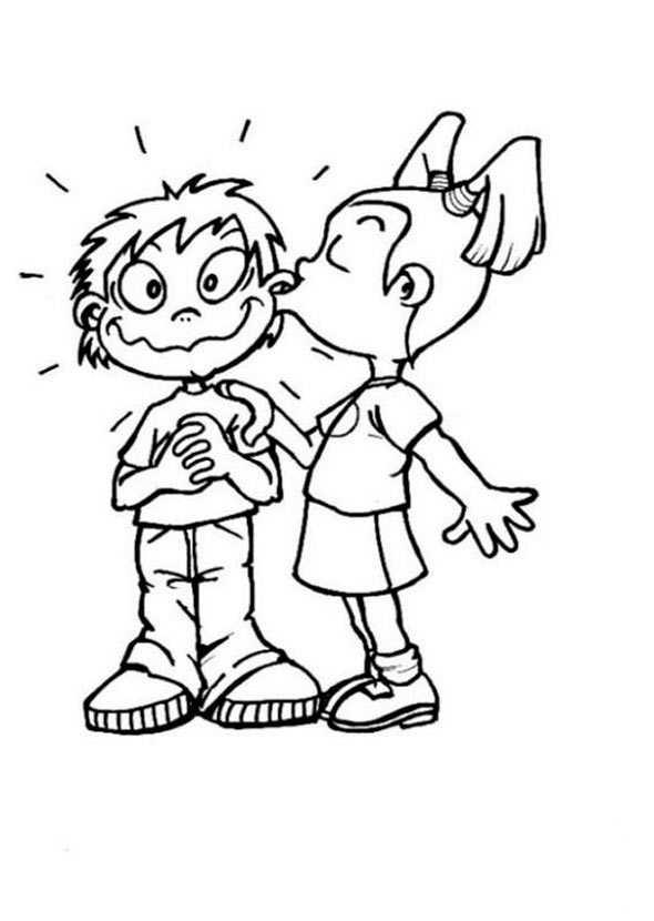 Mädchen küssen Jungen auf die Wange